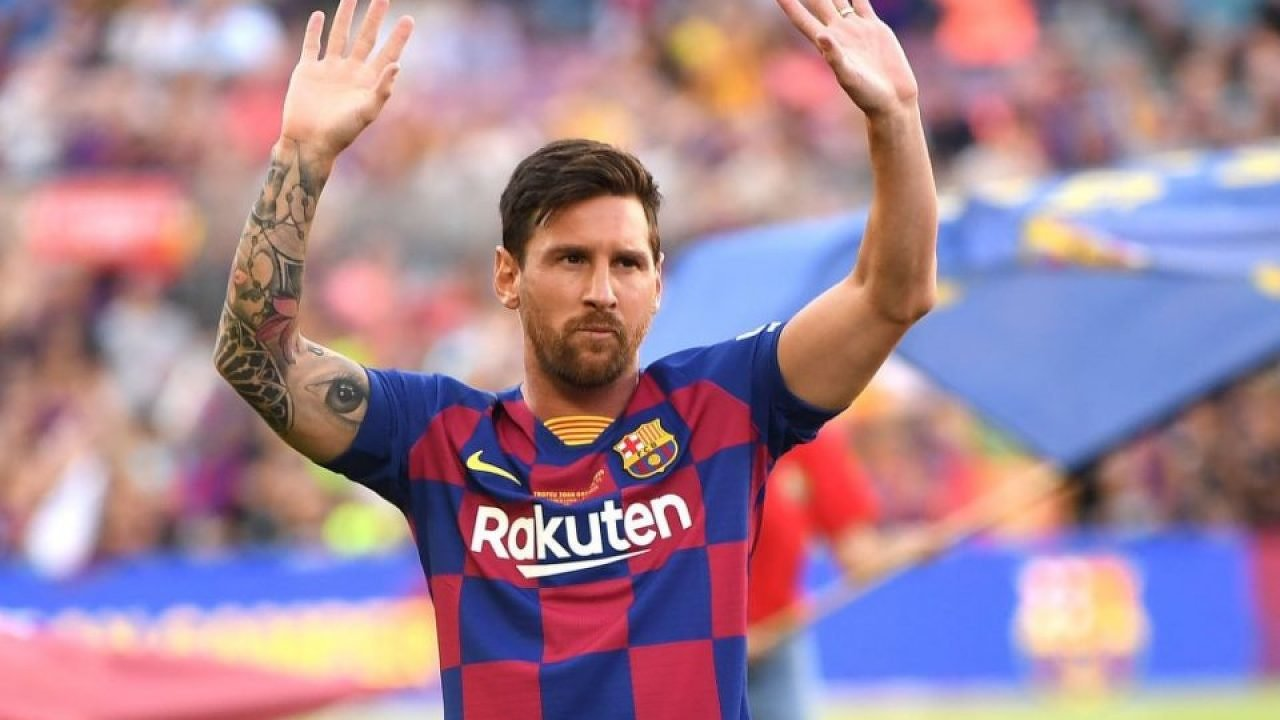 Lionel Messi says he would like to put behind the messy summer that almost saw him leave Barcelona behind